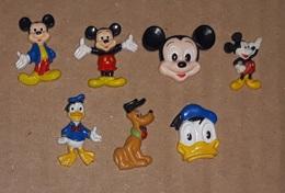 Lot De 7 Pin's Disney / Mickey, Donald, Pluto (lèger Relief Plastique) - Disney