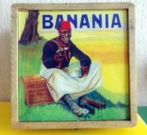Publicite BANANIA   Boite En Bois Dim 17/17/8cm Dessus En Verre Avec Pub  De NUTRIAL Et EDITIONS CLOUET - Chocolat