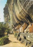 """LES EYZIES - Laugerie Basse - Maisons Troglodytes Sur Le Chemin De La Grotte Du """"Grand-Roc"""" - France"""