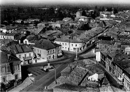 17 Saujon - La Place De L'hôtel De Ville Vue Aérienne - Saujon