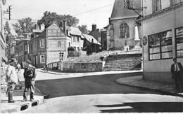 76 - DOUDEVILLE : Place De L'Eglise ( Animation ) - CPSM Dentelée Noir Blanc Format CPA- - Francia