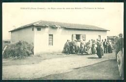 A14 MOROCCO MAROC MARRUECOS CPA  BERKANE - LE MAJOR DONNE DES SOINS AUX MALADES - Morocco
