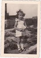 Photographie Amateur / 1943 - Petite Fille  (Nicole ... ) / Belgique ? - Personnes Identifiées