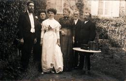 Carte Photo Originale Portrait De La Famille Champion D'Avranches Vers 1900 - Les Mariés & Leurs Parents Au Jardin - Identifizierten Personen