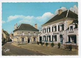 - CPSM MANTHELAN (37) - La Place Et L'Hôtel Moderne - Editions GABY N° 13 - - Francia