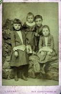 Tirage Photo Albuminé Artistique Original Cartonné Portrait De Fratrie D'Alger - Photo Léonce Nesme 26 R. Constantine - Alte (vor 1900)