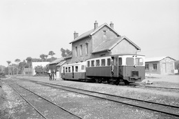 Hucqueliers. Ligne CGL Aire - Berck-Plage. Autorail CGL N° 3 Et Remorque Billard. Cliché Jacques Bazin. 25-05-1953 - Eisenbahnen