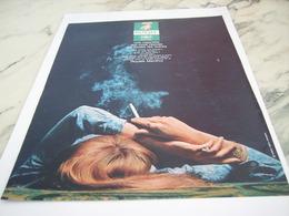 ANCIENNE PUBLICITE BIEN FRAPPE CIGARETTE ROYALE 1968 - Tabac (objets Liés)