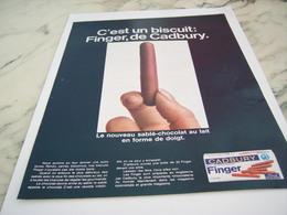 ANCIENNE PUBLICITE BISCUIT FINGER DE CADBURY 1968 - Affiches