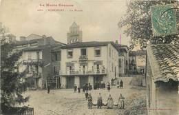 CPA 31 Haute Garonne Miremont La Place Hotel Et Café Central Clocher Lavandières - Autres Communes