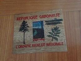 REBUBLIQUE GABONAISE -  L'okoume  Richesse Nationale ( Originalité = Support En Bois De L'okoume )( Port à Ma Charge ) - Gabon (1960-...)