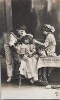 (422) Drie Kinderen En Twee Poezen Rond De Tafel - 1913 - Col Marin. - Groupes D'enfants & Familles