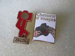 PIN'S  Lot  2   CHASSEUR  D  IMAGES   Zamak  DECAT - Photography