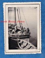 Photo Ancienne Snapshot - FECAMP - Portrait De Pécheur Au Port - Bateau De Pêche Normandie Boat Ship - Bateaux