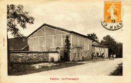14151  Hte Marne  -  VIGNORY  :   LA  FROMAGERIE  Attelage      Circulée En 1922 - Vignory