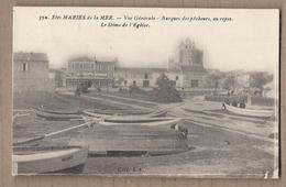 CPA 13 - LES SAINTES-MARIES De La MER - Vue Générale - Barques Des Pêcheurs , Au Repos - Le Dôme De L'Eglise ANIMATION - Saintes Maries De La Mer