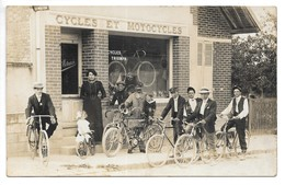 Carte Photo...Ervy...(aube)....Cycles Et Motocycles... A.Métairie ... Cyles Triumph...animée...( Années 20).... - France