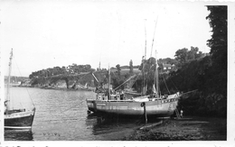 """DOUARNENEZ  - Carte-Photo -  Thonnier  -  Bateaux De Pêche En 1952  -  Photographe """" P. DERYHON """" - Douarnenez"""