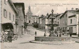 (121)  CPA   Saint Jean De Bournay  Place Des Terreaux   (Bon état) - Saint-Jean-de-Bournay
