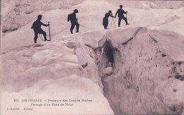 France 74, Chamonix, Descente Des Grands Mulets, Passage D'un Pont De Neige (871) - Alpinisme