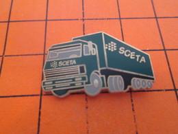 818B PIN'S PINS / Rare Et De Belle Qualité ! / Thème : TRANSPORTS / CAMION VERT BOUTEILLE SCETA - Transports