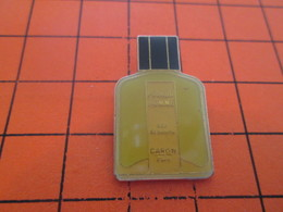 818a PIN'S PINS / Rare Et De Belle Qualité ! / Thème : PARFUMS / EAU DE TOILETTE POUR L'HOMME CARON PARIS - Parfums