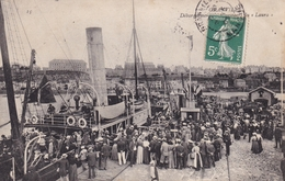 Granville Débarquement Des Passagers Du LAURA.....368 - Granville