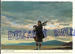 Royaume-Uni. A Piper At Sunset. Scottish Highlands. Joueur De Cornemuse. By Valentine - Musique