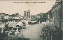 CPA   27   LE NEUBOURG  LA PLACE UN JOUR DE MARCHE PARTIE OUEST - Le Neubourg