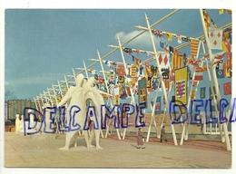 Bruxelles.Exposition Universelle De 1958. Les Oriflammes De La Terrasse De L'Esplanade. Egicarte - Expositions