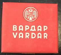 FULL    TOBACCO  BOX    CIGARETTES  VARDAR   KINDOM OF YUGOSLAVIA - Contenitori Di Tabacco (vuoti)