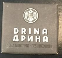 FULL    TOBACCO  BOX    CIGARETTES  DRINA  KINDOM OF YUGOSLAVIA - Contenitori Di Tabacco (vuoti)