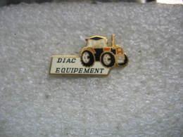 Pin's DIAC Equipement Pour Tracteurs Agricole De Marque Renault - Transports