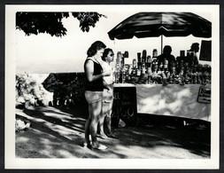 Photo Ancienne 70's Snapshot 12 X 9 - Marchand De Miel Sh17 - Mestieri