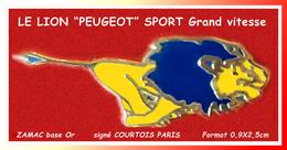 """SUPER PIN'S PEUGEOT AUTOMOBILES : LE """"LION"""" PEUGEOT Sport En ZAMAC Base Or Signé COURTOIS PARIS, 0,9X2,5cm - Peugeot"""