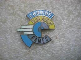Pin's Du Curling Club De Geneve, Que Pour Les Dames! - Pin's