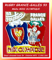 "SUPER PIN'S RUGBY-MEDIA : Rencontre FRANCE-GALLES Le 20 Mars 93 Sponsor ""MIDI OLYMPIQUE"" émail Cloisonné Or 2,2X2,3cm - Rugby"