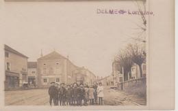 57 - DELME - CARTE PHOTO - GROUPE DE JEUNES DANS LA RUE - Other Municipalities