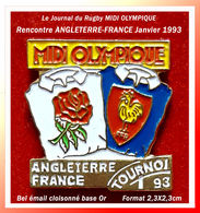 """SUPER PIN'S RUGBY-MEDIA : Rencontre ANGLETERRE-FRANCE Janvier 1993 Sponsor """"MIDI OLYMPIQUE"""" Journal Du RUGBY 2,3X2,3cm - Rugby"""