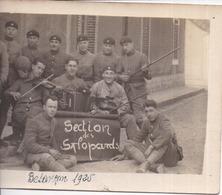 """CARTE-PHOTO 506è RCC Groupe De Tankistes Militaires Avec Violon Et Accordéon - """"Section Des Salopards"""" à Besançon - 1925 - Regimientos"""