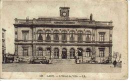 02 Laon N°138 LL L'Hôtel De Ville En 1935 VOIR ZOOM Car Autocar Bus Ancien PUB BANANIA La Fileuse - Laon