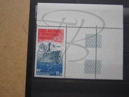 VEND BEAU TIMBRE DE POSTE AERIENNE DES T.A.A.F. N° 84 + BDF , XX !!! (b) - Poste Aérienne