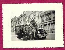 Ancienne PHOTO 11 X 8,5 Cm De 1939.. FEMMES, ELEVES En Excursion à VERDUN (55).. CAR, AUTOCAR, BUS... PIN UP. - Pin-Ups