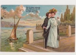 Carte Fantaisie  Gaufrée / Couple Amoureux Au Bord D'un Lac - Paare
