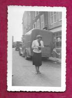 Ancienne PHOTO 9 X 6 Cm De 1939.. FEMME Avec Son Appareil Photo, En Excursion à VERDUN (55).... PIN UP...2 Scans - Pin-up