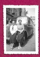 Ancienne PHOTO 9 X 6 Cm De 1939.. FEMMES Devant Le CAR, AUTOCAR, En Excursion à VERDUN (55).... PIN UP - Pin-up