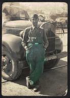 Photo Ancienne 12 X 8.5 - Mécanicien Militaire Devant Un Camion Sh26 - War, Military