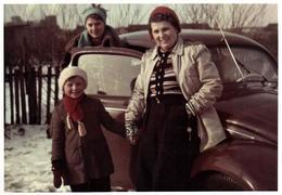 Photo Originale Couleur B.B. VW Käfer, Coccinelle, Volkswagen Type 1 (1938-2003) Famille & Cox Sur Neige 1960's - Automobiles