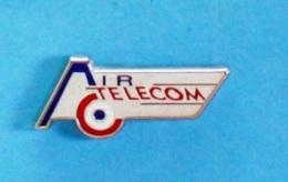1 PIN'S //  ** AVIATION FRANÇAISE / AIR TÉLÉCOM ** . (Roc & Partners Paris) ** - Militaria