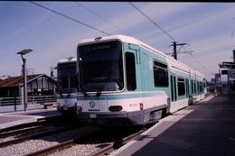 Photo Diapo Diapositive Slide Originale Train RATP TWS  212 à Issy Plaine Le 17/06/1998 VOIR ZOOM - Diapositives